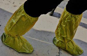 靴濡れ対策には靴用のレインカバーを。