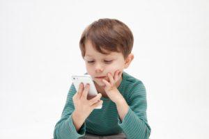 iPhoneで子供が勝手にロック解除して電話をかけてしまう…。対処法は?