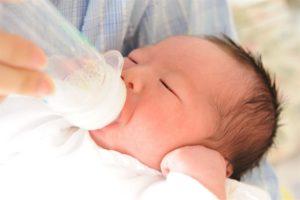 生まれたばかりの赤ちゃんの耳毛が濃くてボーボー!